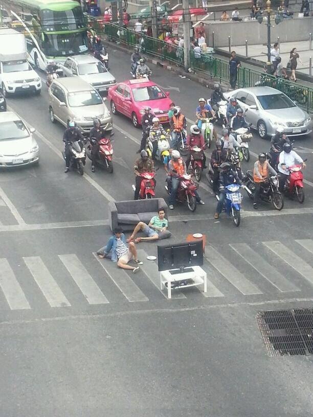 Ketika lampu lalu lintas jadi ruang santai
