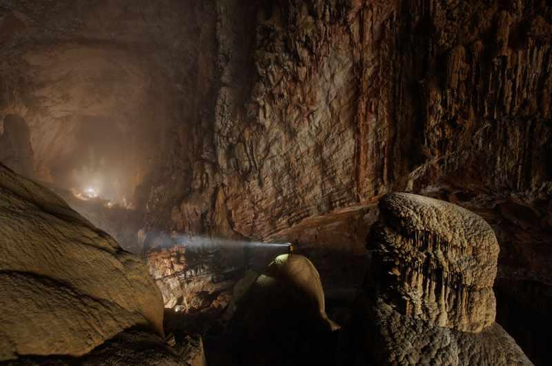 Saking besarnya New York City mampu masuk dalam gua ini
