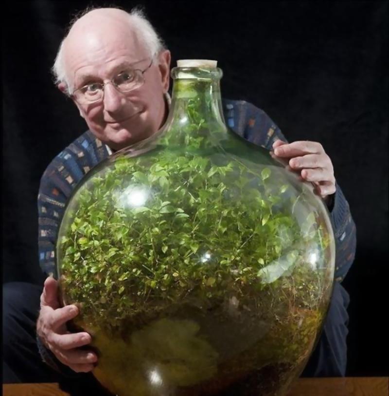 David Latimer dan Taman Botolnya