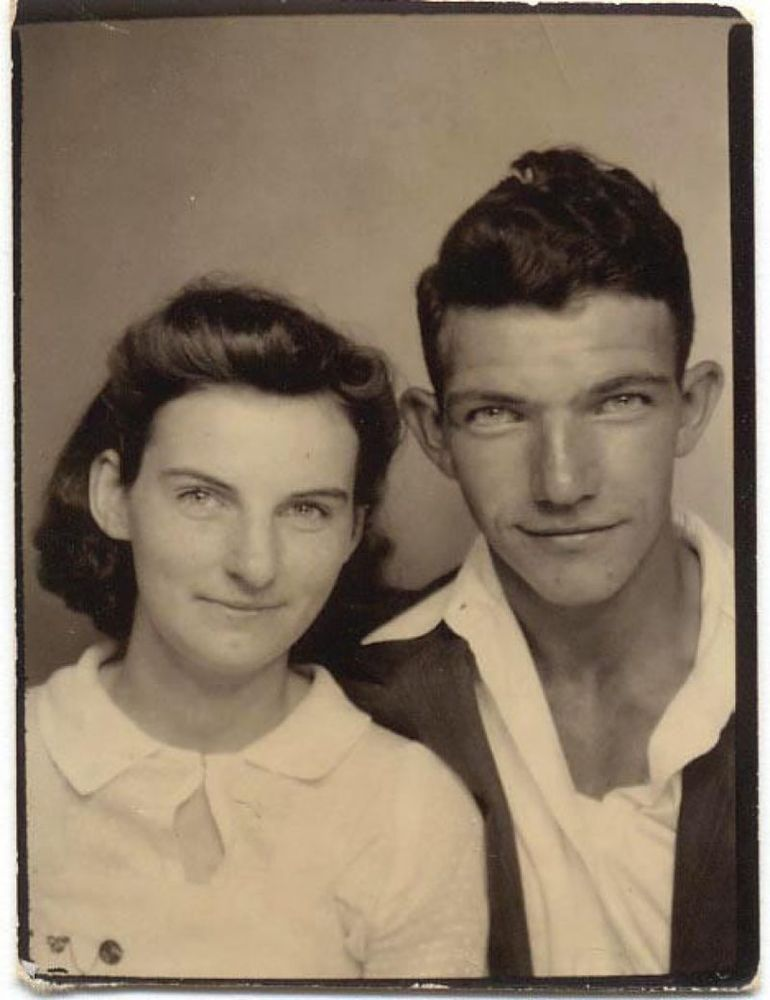 Kenneth meninggal 15 jam setelah kepergian istri tercintanya.