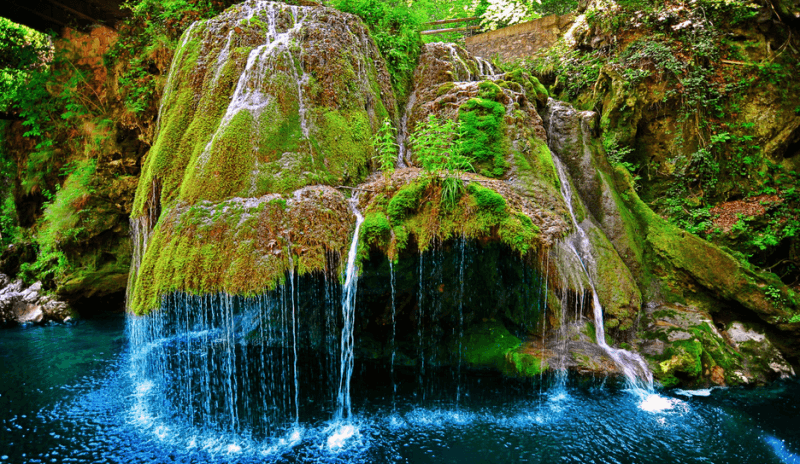 Saking cantiknya, air terjun ini sering disebut dengan air terjun negeri dongeng