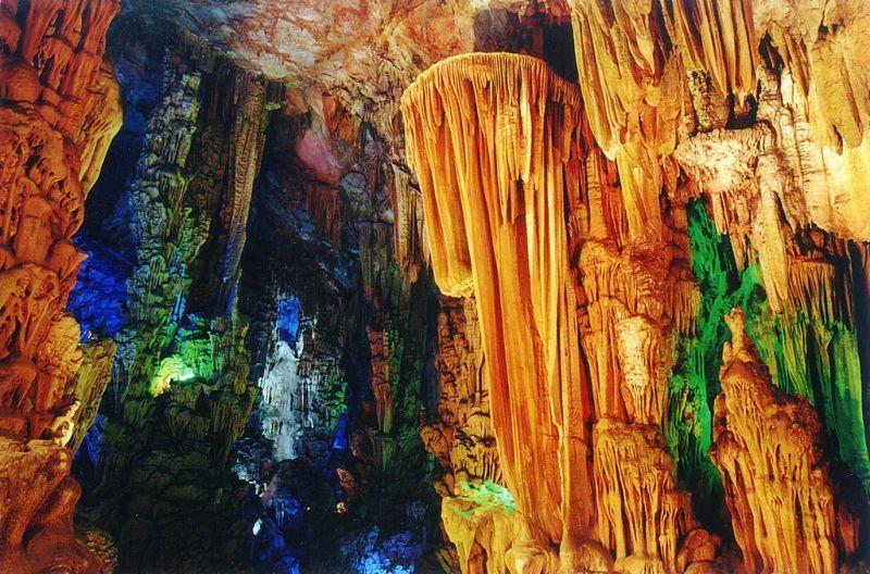 Setiap bagian dari gua ini asli terbentuk oleh alam