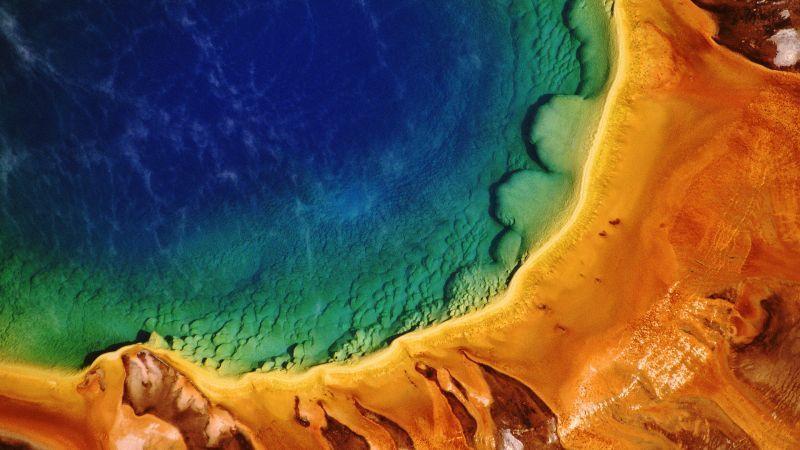 Sumber air panas ini terletak di Taman Nasional Yellowpark