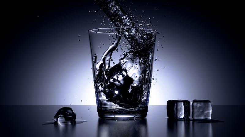 Air putih akan membantu melancarkan tenggorakanmu