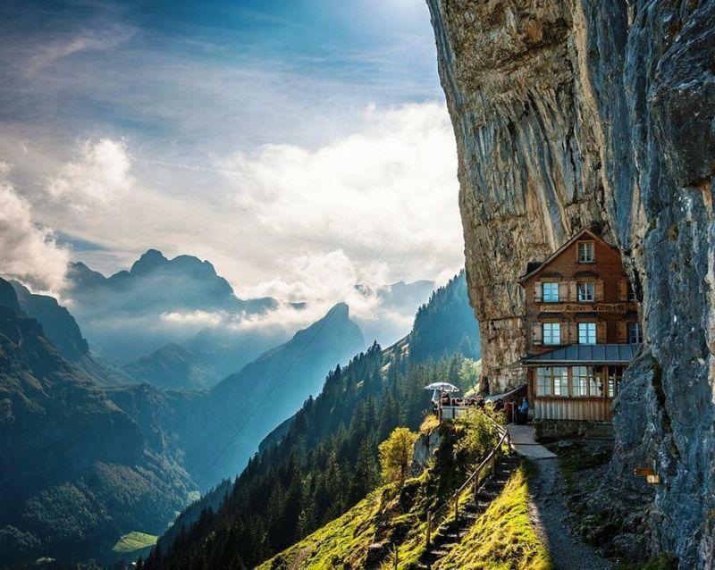 Hotel dan Restoran Ascher Cliff di Swiss