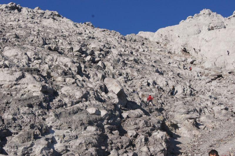 Trek menuju puncak Merapi