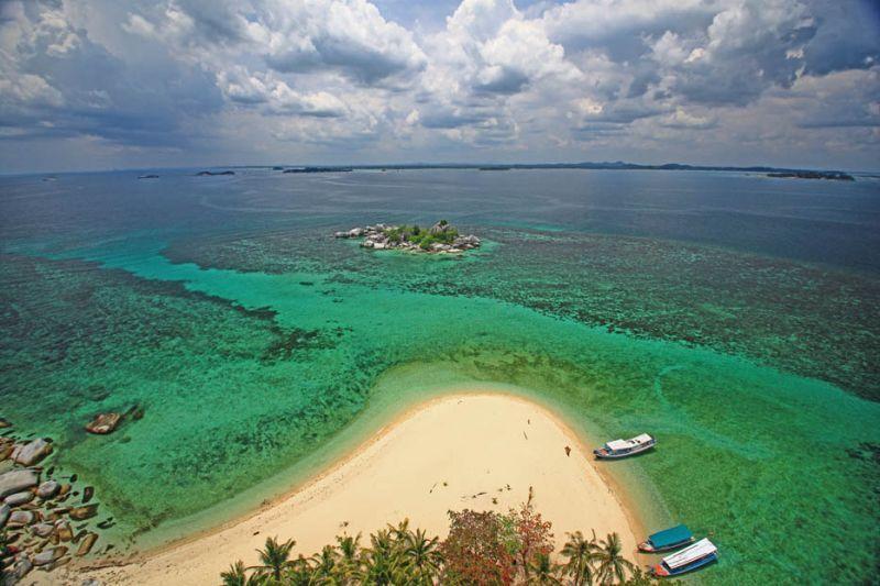 Pemandangan Pulau Lengkuas dari atas