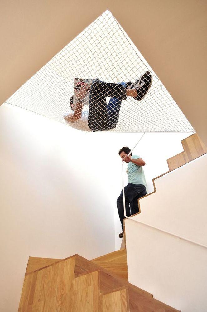 Bersantai disamping tangga