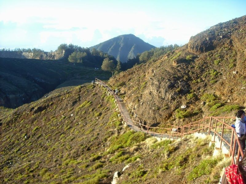 Jalur pendakian Kelimutu
