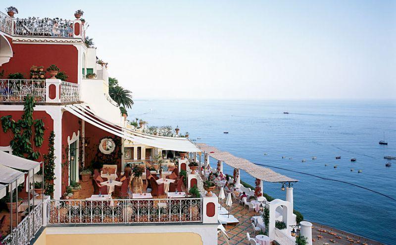 Hotel ini menghadap Teluk Amalfi yang iindah