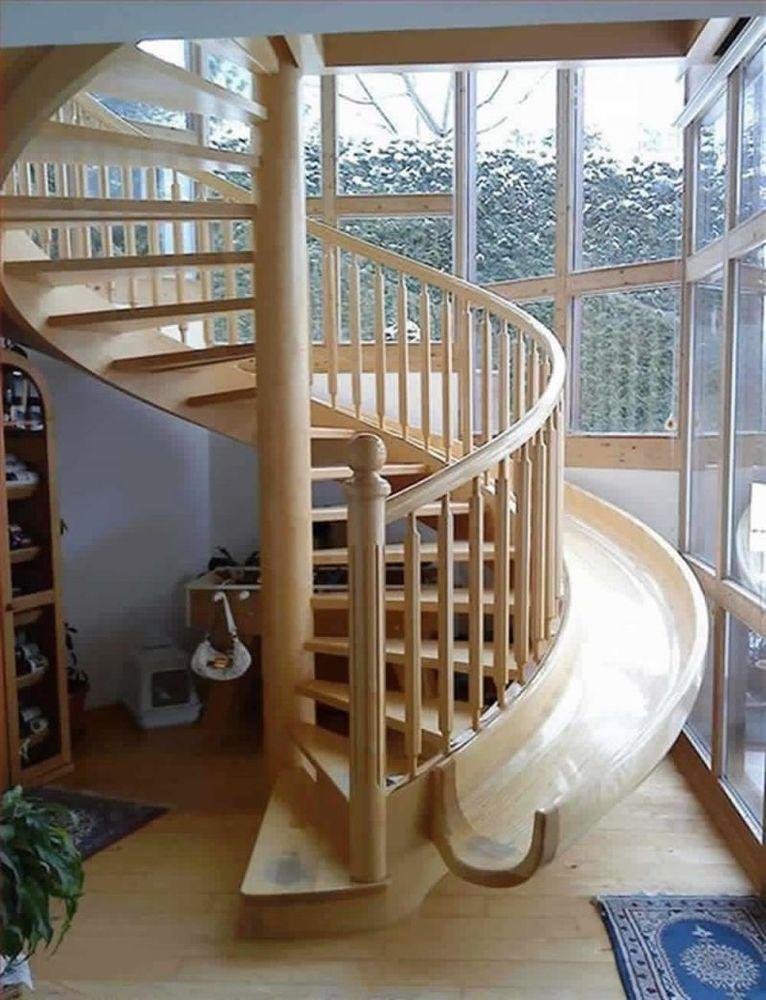 Perosotan disamping tangga