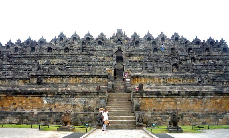 Tangga menuju Puncak Borobudur