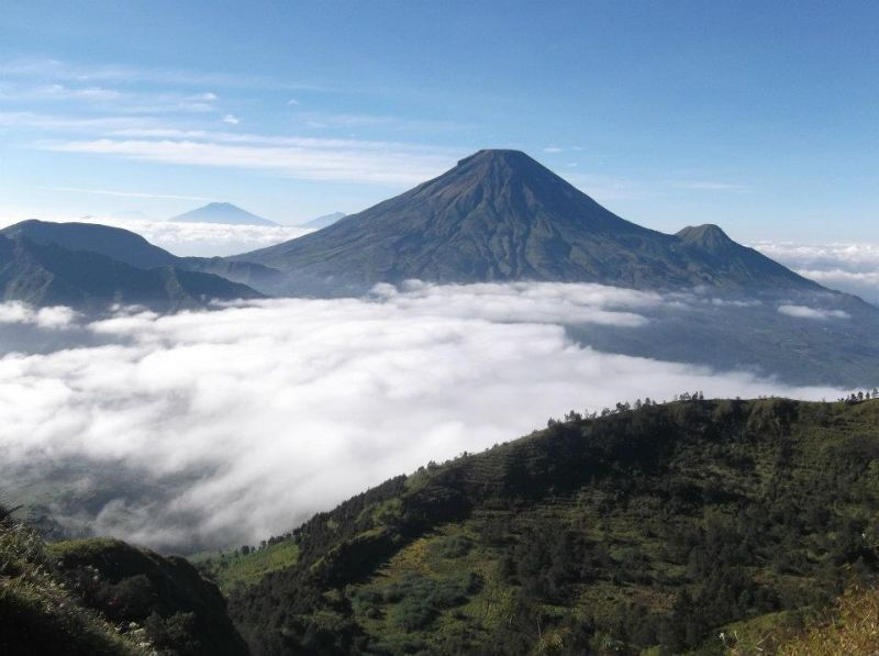 Gunung Sindoro dari Bukit Sikunir