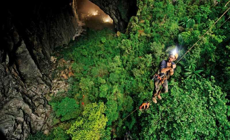 Gua ini ditemukan oleh penjelajah gua yang berkebangsaan Inggris