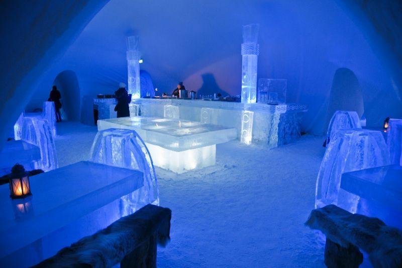 Semua perabot yang ada di hotel ini terbuat dari es