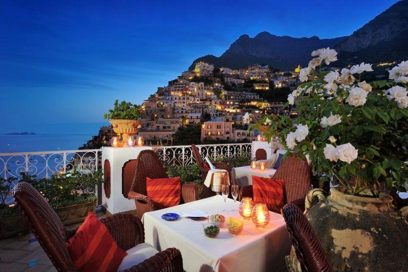 Pemandangan yang eksotik yang ditawarkan oleh Hotel Le Sirenuse