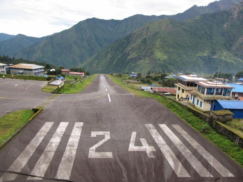 Landasan Bandara Luka