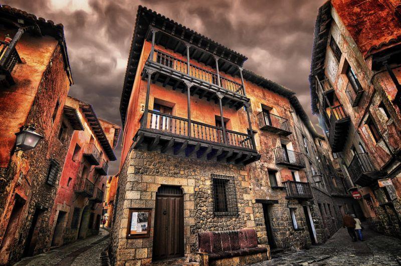Kota abad pertengahan yang pasti akan menyihirmu