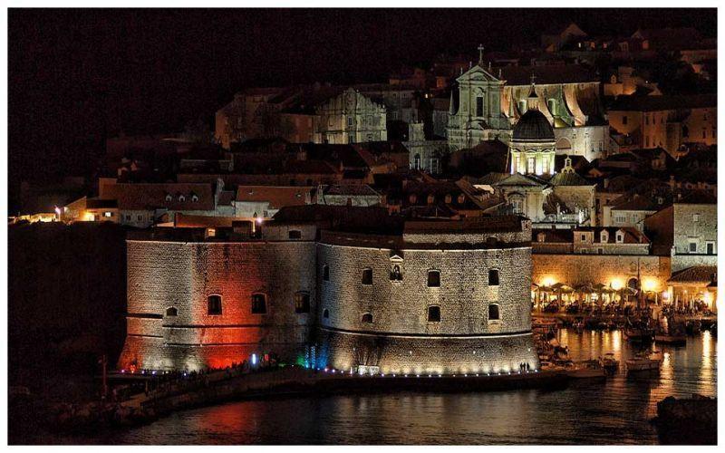 Dubrovnik di malam hari