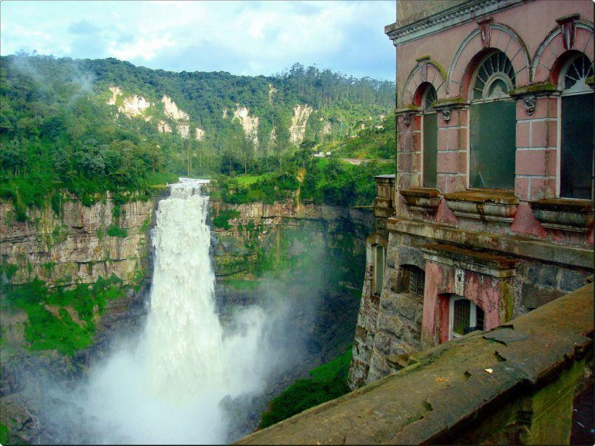Hotel Salto dan air terjun Tequendema