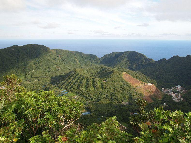 Gunung api yang ada di Pulau Aogashima