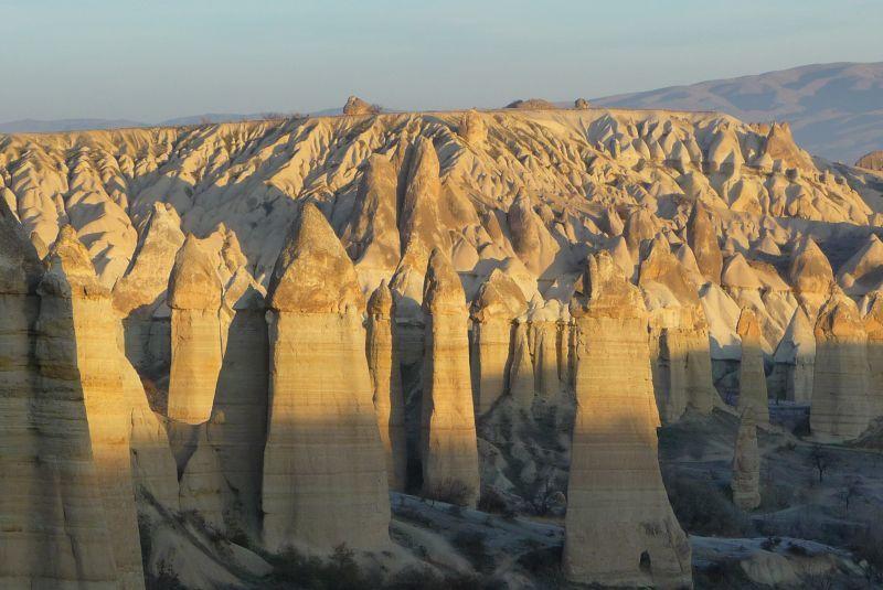 Cara terbaik untuk menikmati pemandangan alam di Kapadokia adalah dengan mengendarai balaon udara