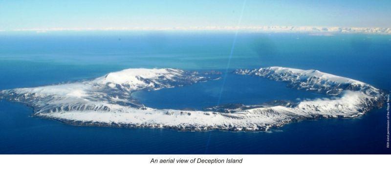 Deception Island dilihat dari udara