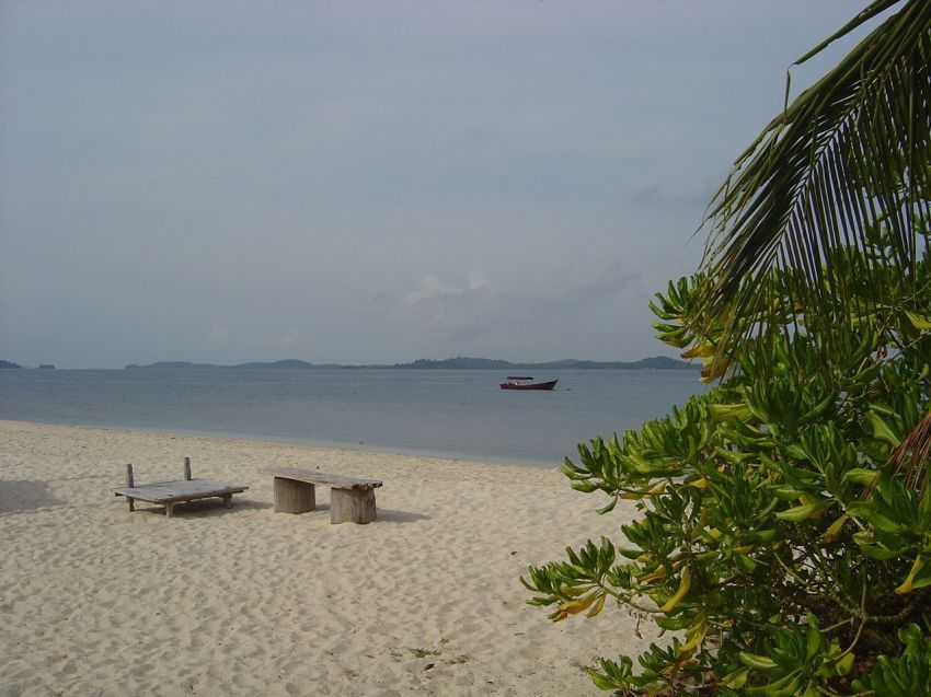 pantai di pulau Pangkil