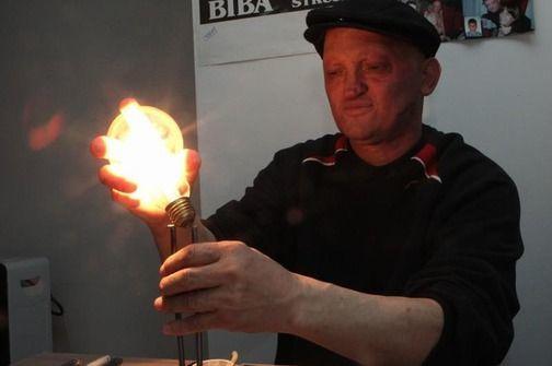 Tubuh luar biasa Slavisa ini mampu menghantarkan listrik