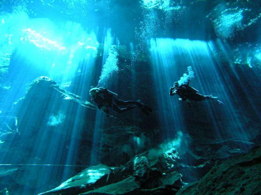 diver yang tertarik pada sungai ini