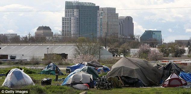 Tenda yang digunakan kaum papa di AS