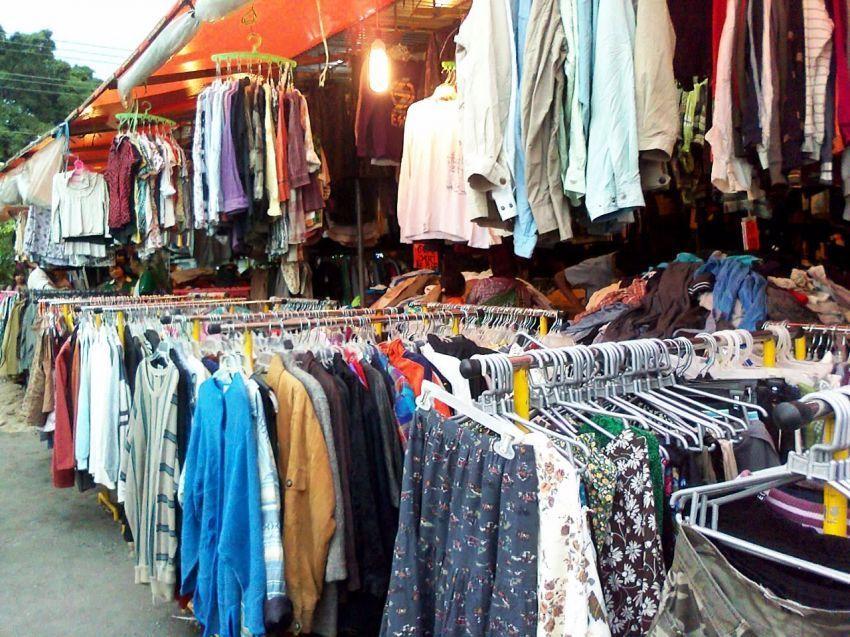 Awul-awul, pusat pakaian bekas