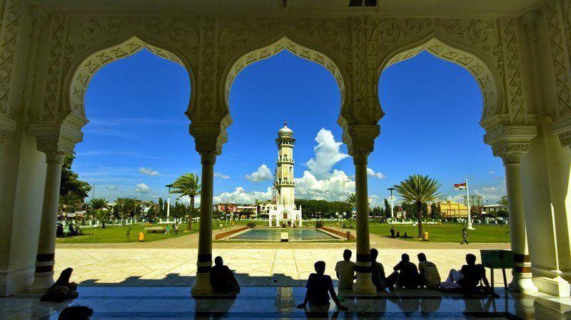 Pemandangan di dalam masjid