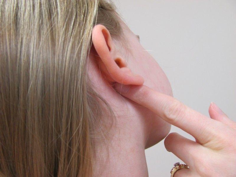 Oles dibelakang telinga