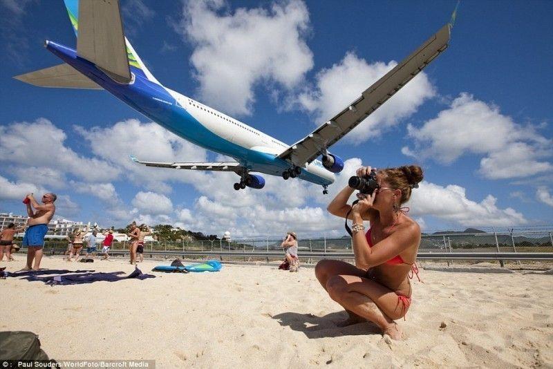 Pesawat mendarat sangat rendah