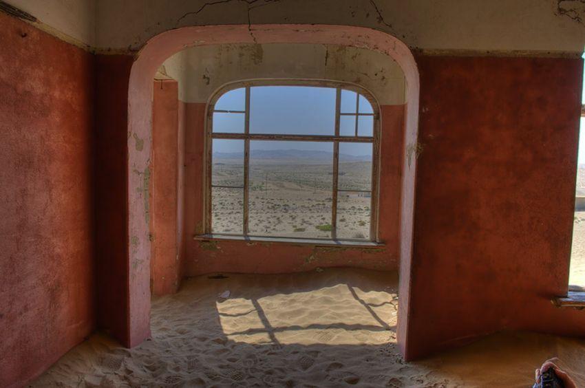ghost-town-in-the-namibian-desert-kolmanskop