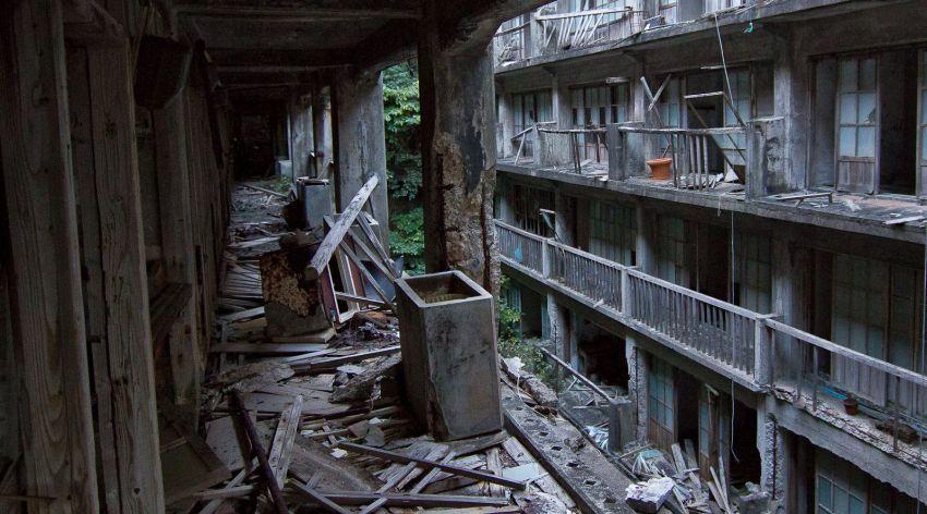 Gedung-gedung terbengkalai di Hashima