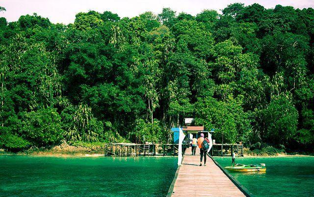 Dermaga kecil di pulau Kakaban