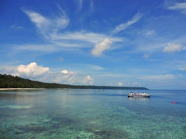 Jernihnya air di Pulau Kakaban