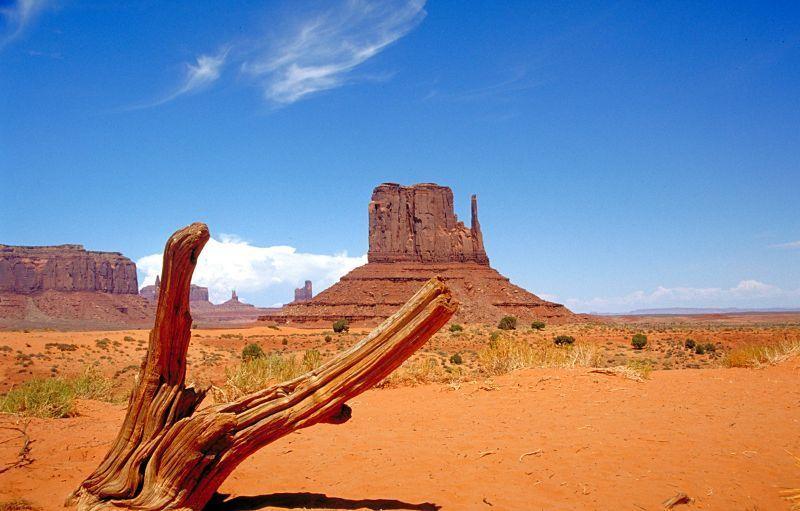 Panas terik di Monument Valley
