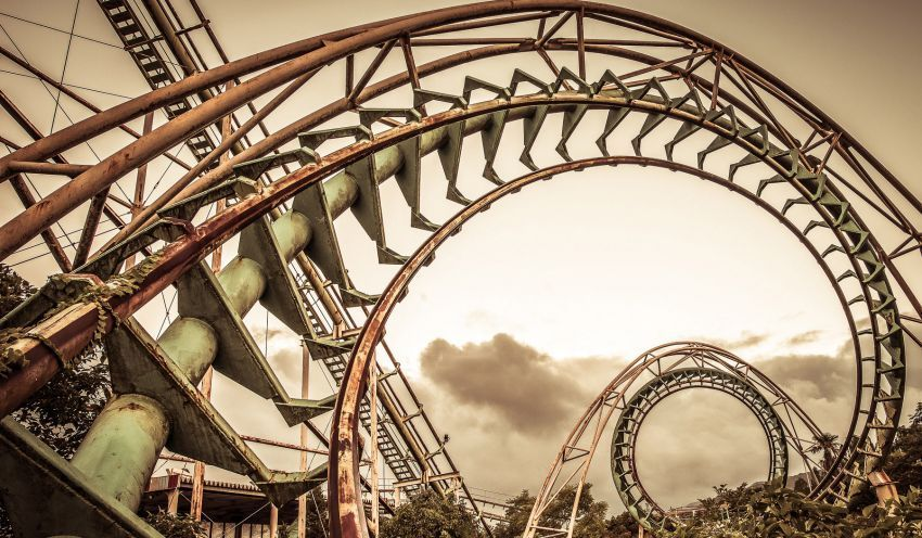 Lintasan wahana roller-coaster