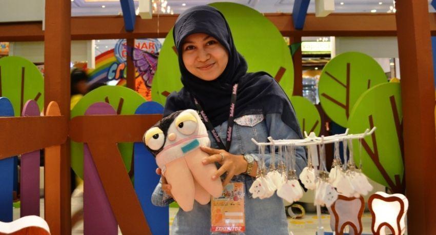 Anggi Hayani, mahasiswa yang passionate di pembuatan boneka peraga gigi