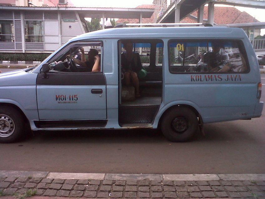 angkutan publik yang lagi ngetem