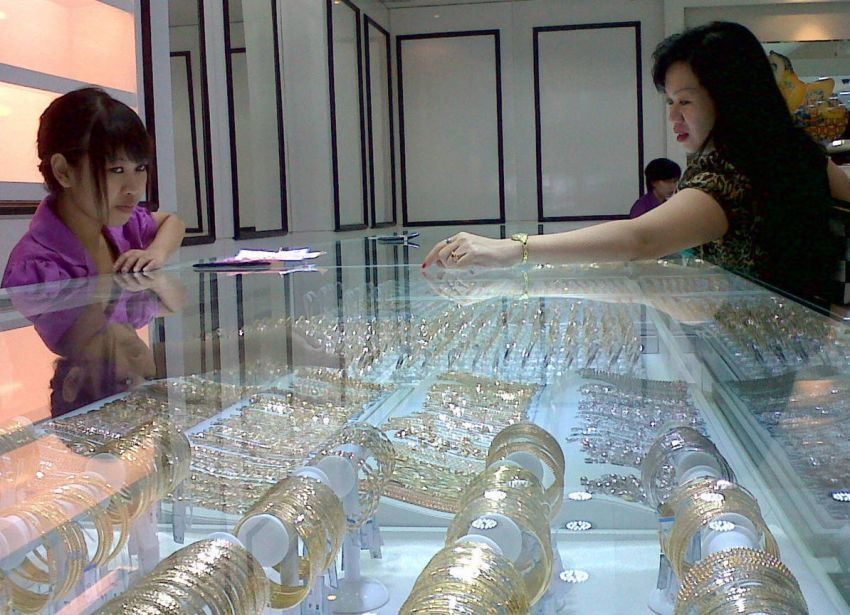 Emas dan tanah jadi sarana investasi