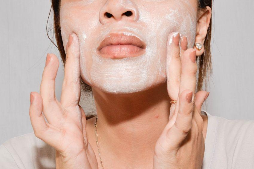 scrub wajahmu untuk mengangkat sel kulit mati