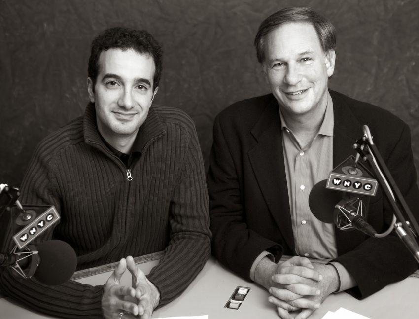Jad Abumrad (kiri) and Robert Krulwich (kanan)
