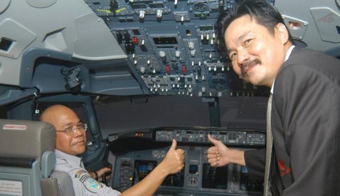 Rusdi Kirana di dalam kabin salah satu pesawatnya