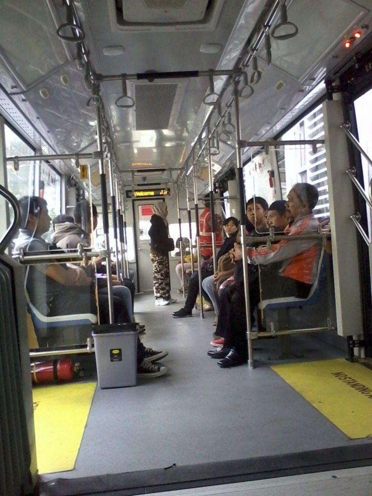Gunakan angkutan umum sesering mungkin