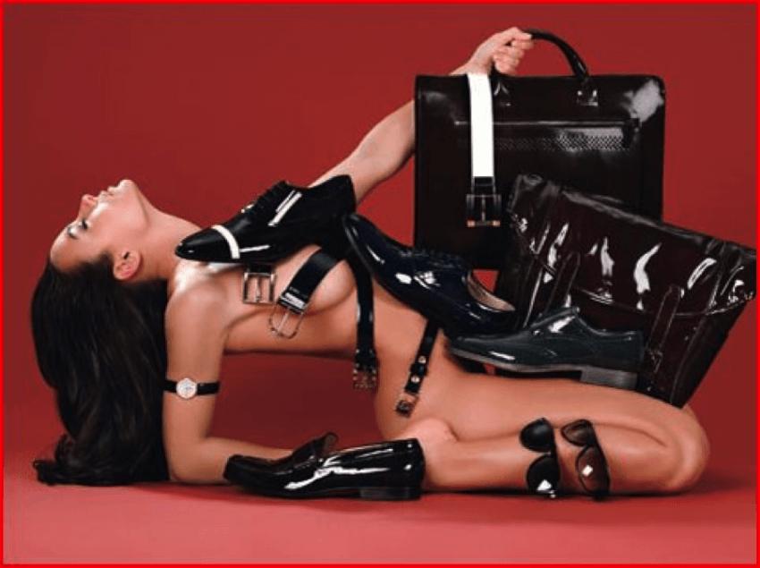 apakah tubuh wanita itu meja display?