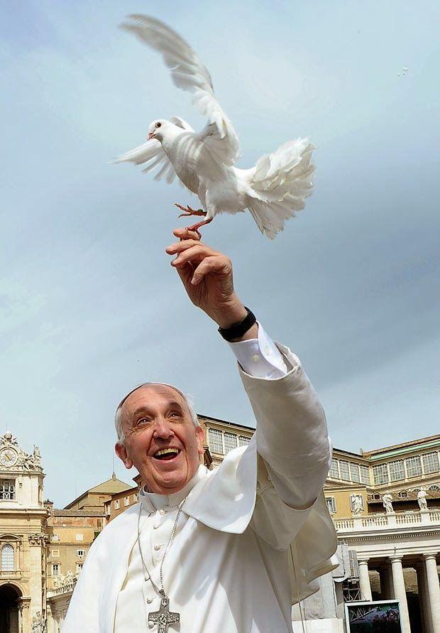Paus mengajarkan pentingnya berdoa untuk perdamaian dunia